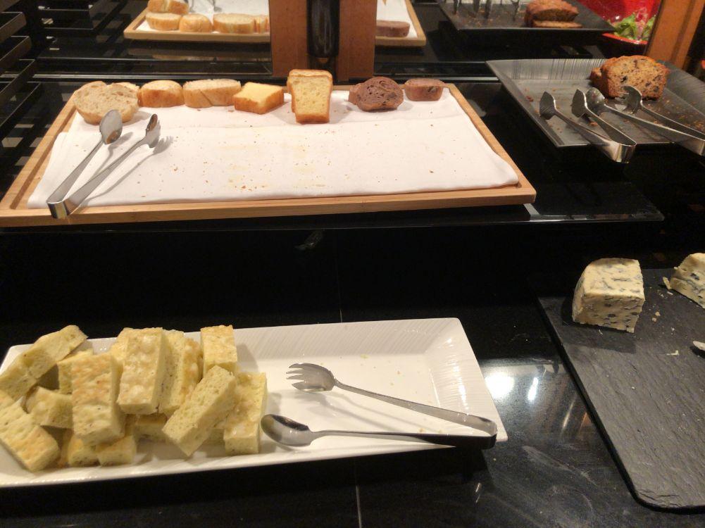 ウェスティン東京のクラブラウンジカクテルタイムの食べ物