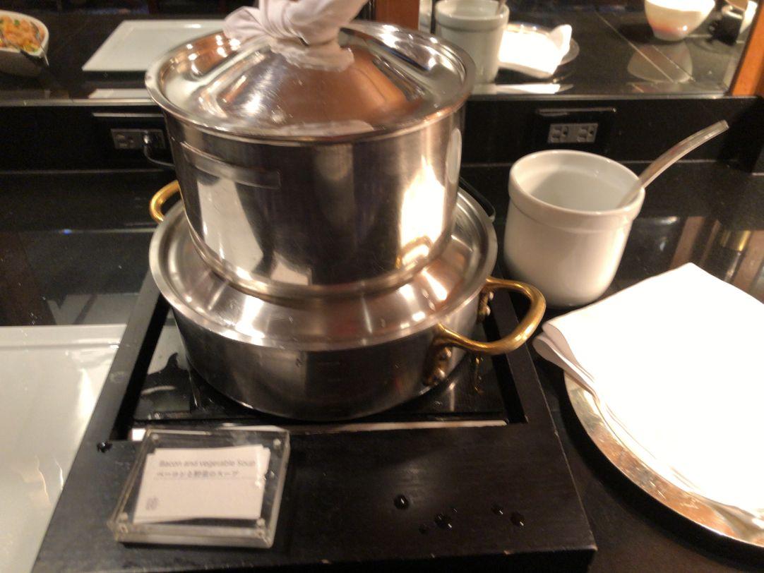 ウェスティン東京のクラブラウンジカクテルタイムのスープ