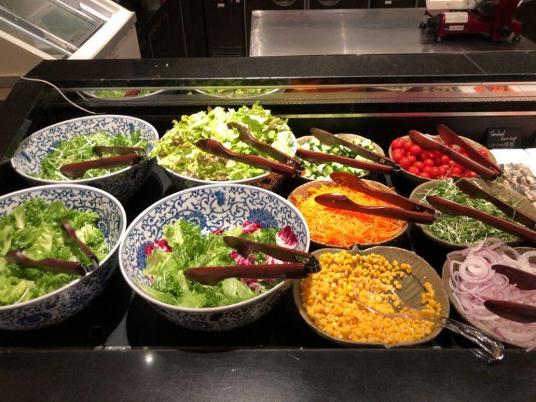 ウエスティン東京「ザ ・テラス」の朝食サラダ