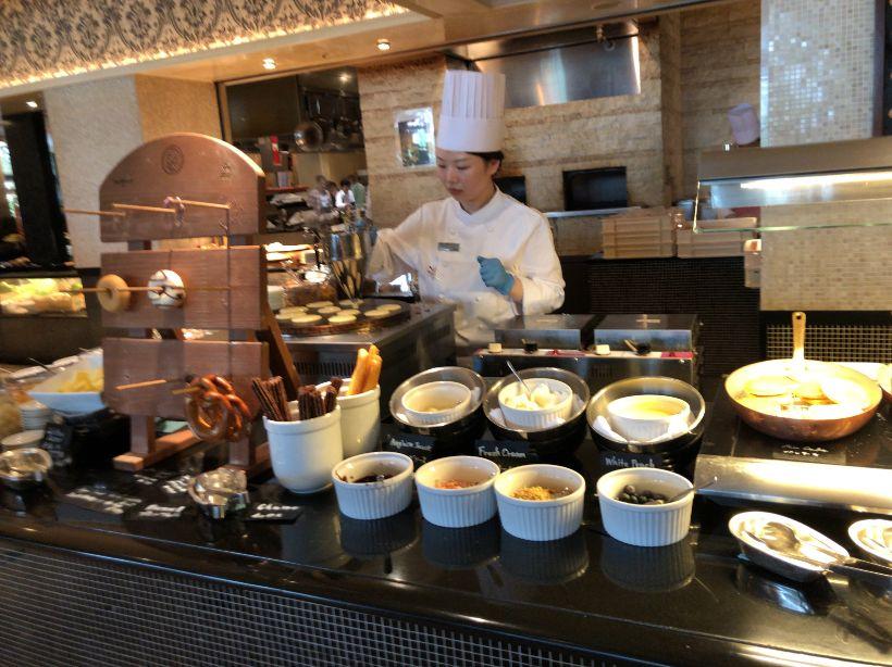 ウエスティン東京「ザ ・テラス」の朝食ホットケーキ