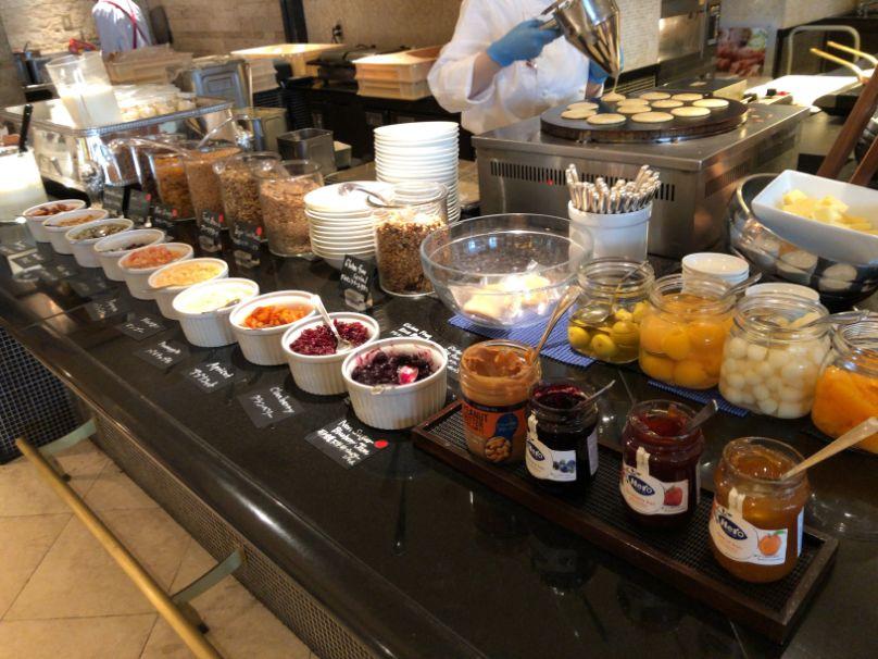 ウエスティン東京「ザ ・テラス」の朝食ホットケーキのトッピング