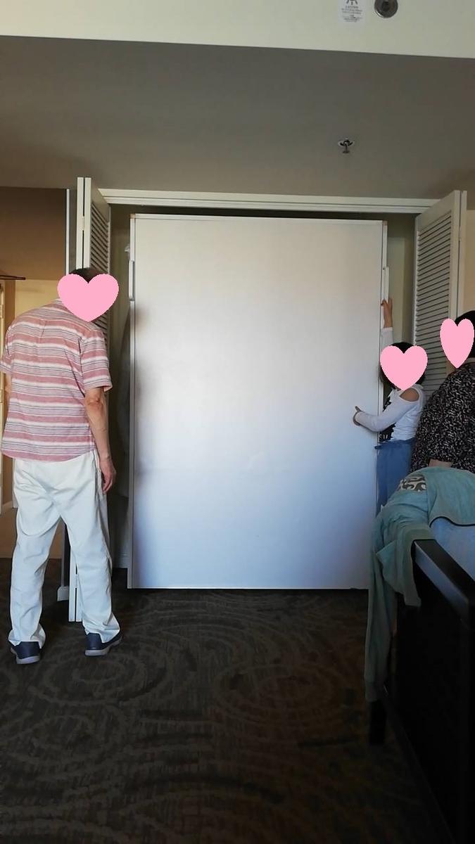 シェラトンワイキキマリアスイートの壁収納ベッド写真