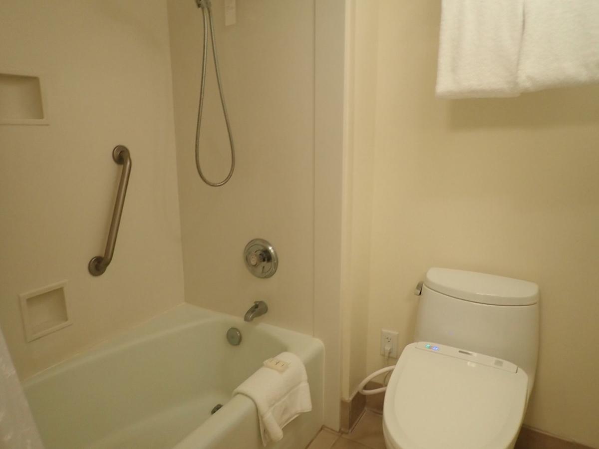 シェラトンワイキキマリアスイートのバスルーム写真