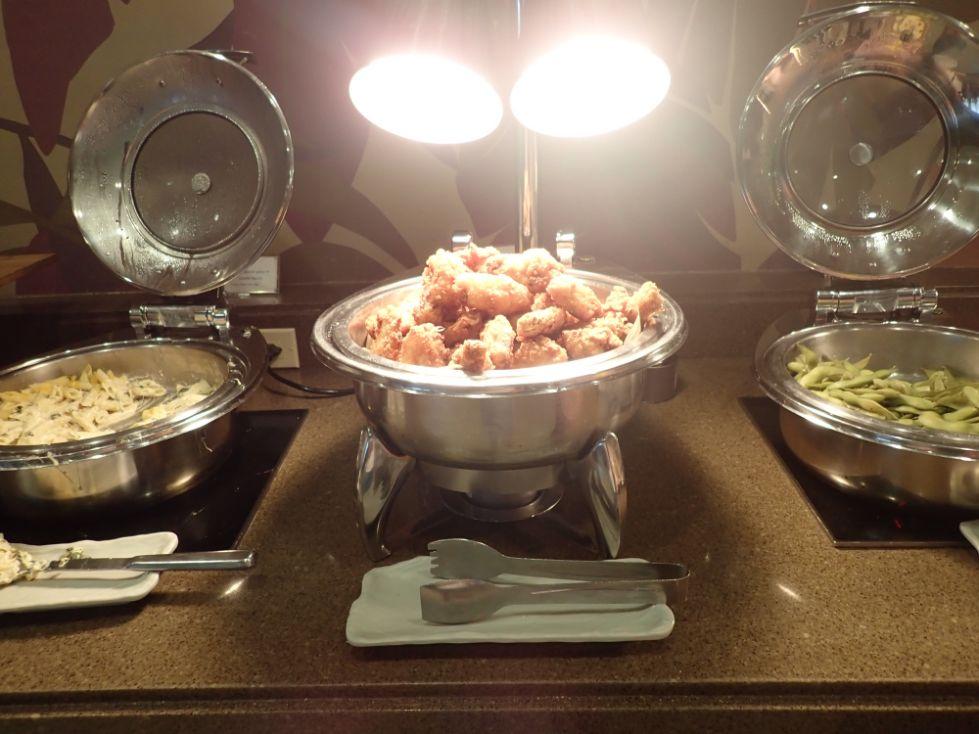 シェラトンワイキキのラウンジ軽食のホットミール
