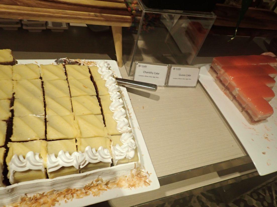 シェラトンワイキキのラウンジ軽食のケーキ