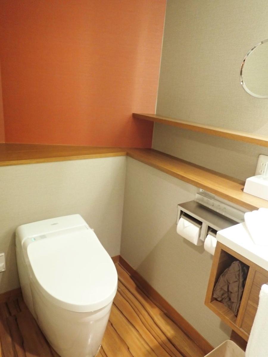 シェラトン沖縄サンマリーナリゾートのパーシャルダブルルームのバスルームのトイレ