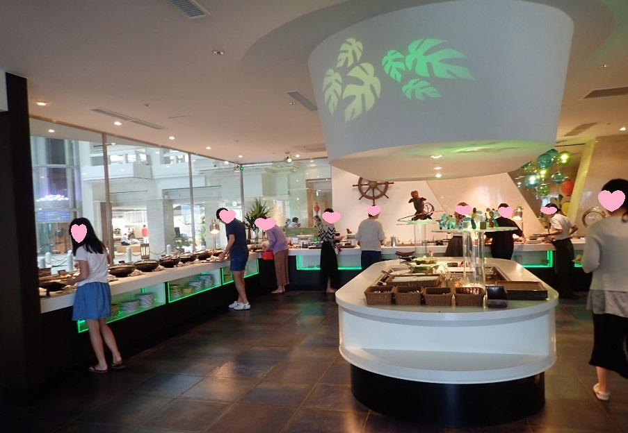シェラトン沖縄サンマリーナリゾートの朝食会場の雰囲気