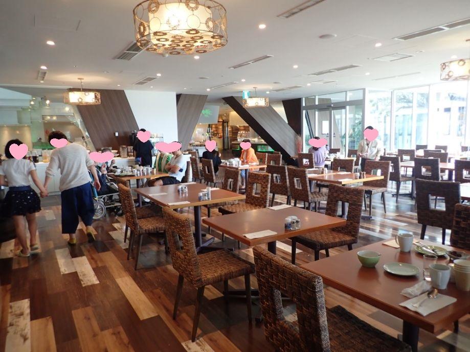 シェラトン沖縄サンマリーナリゾートの朝食会場は広い