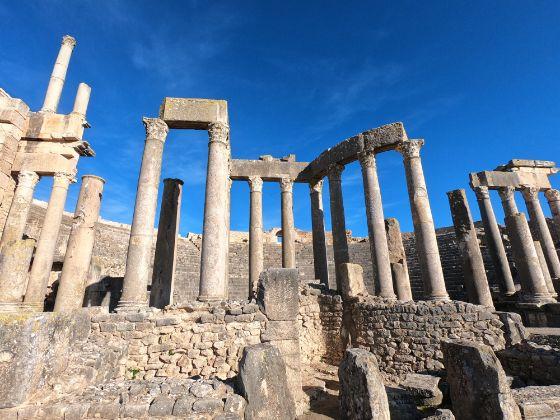 チュニジア ドゥッガ遺跡 個人旅行