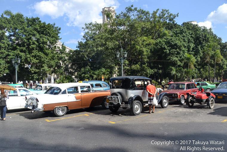 クラッシックカーがたくさんあるキューバのハバナ