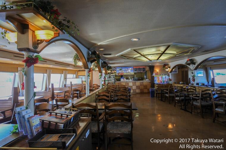 サンタマリア号の中にある飲食店