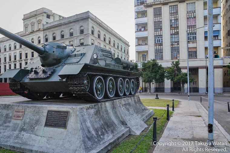 ハバナの革命博物館前にある戦車