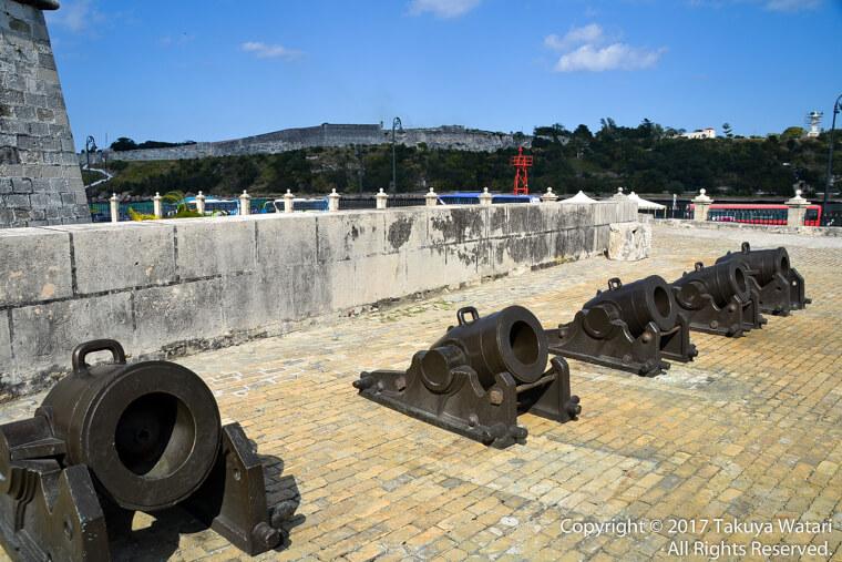 ハバナのフエルサ要塞内にある大砲