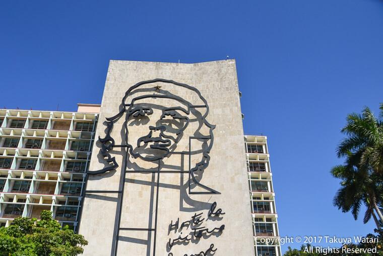 革命広場のチェゲバラの写真を近くから