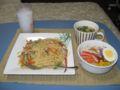 鶏ささ身ときのこの醤油スパゲティ、サラダ、バター味噌汁