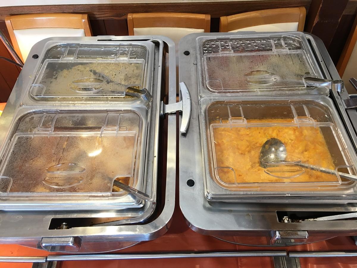 ココスでは熱々のおいしいメニューが好きなだけお皿に盛れます