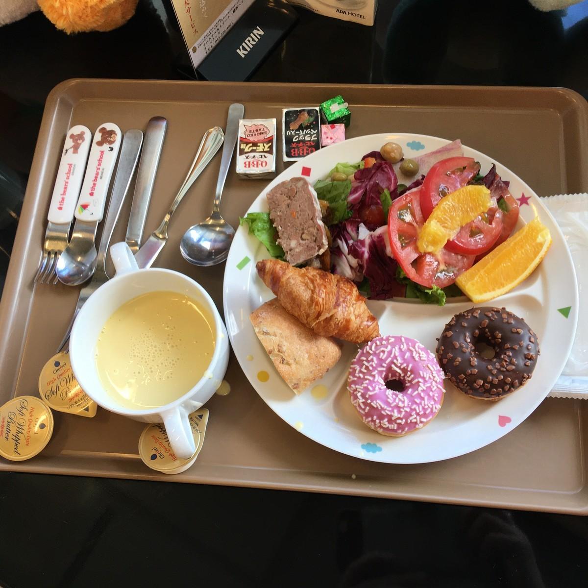 朝食はビュッフェバイキング形式