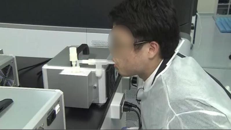 新型コロナの息を吐くだけの簡単な新検査方法を島津製作所と東北大学が共同開発