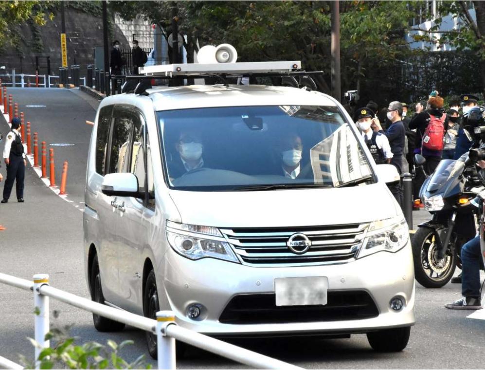 湾岸警察署に移送される伊藤健太郎容疑者