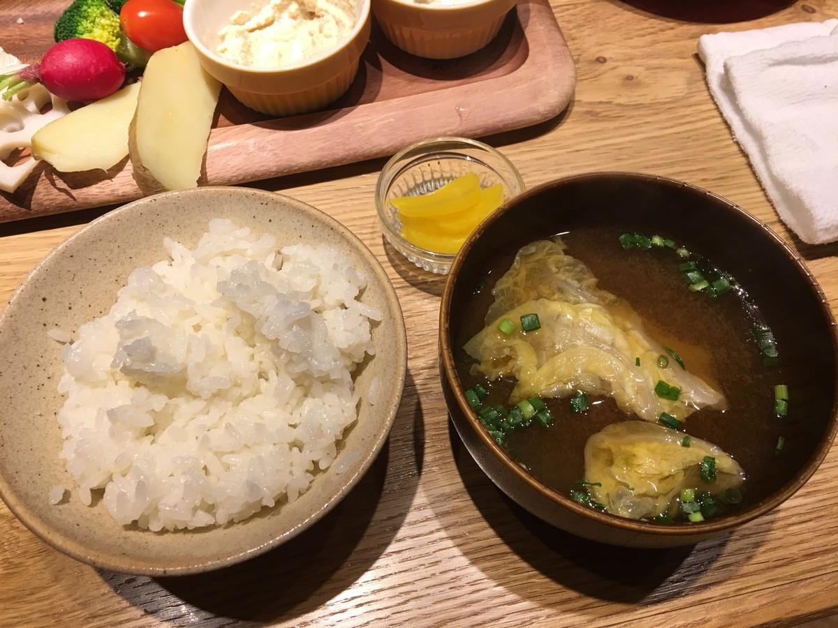 新潟のおいしいお米とお味噌汁