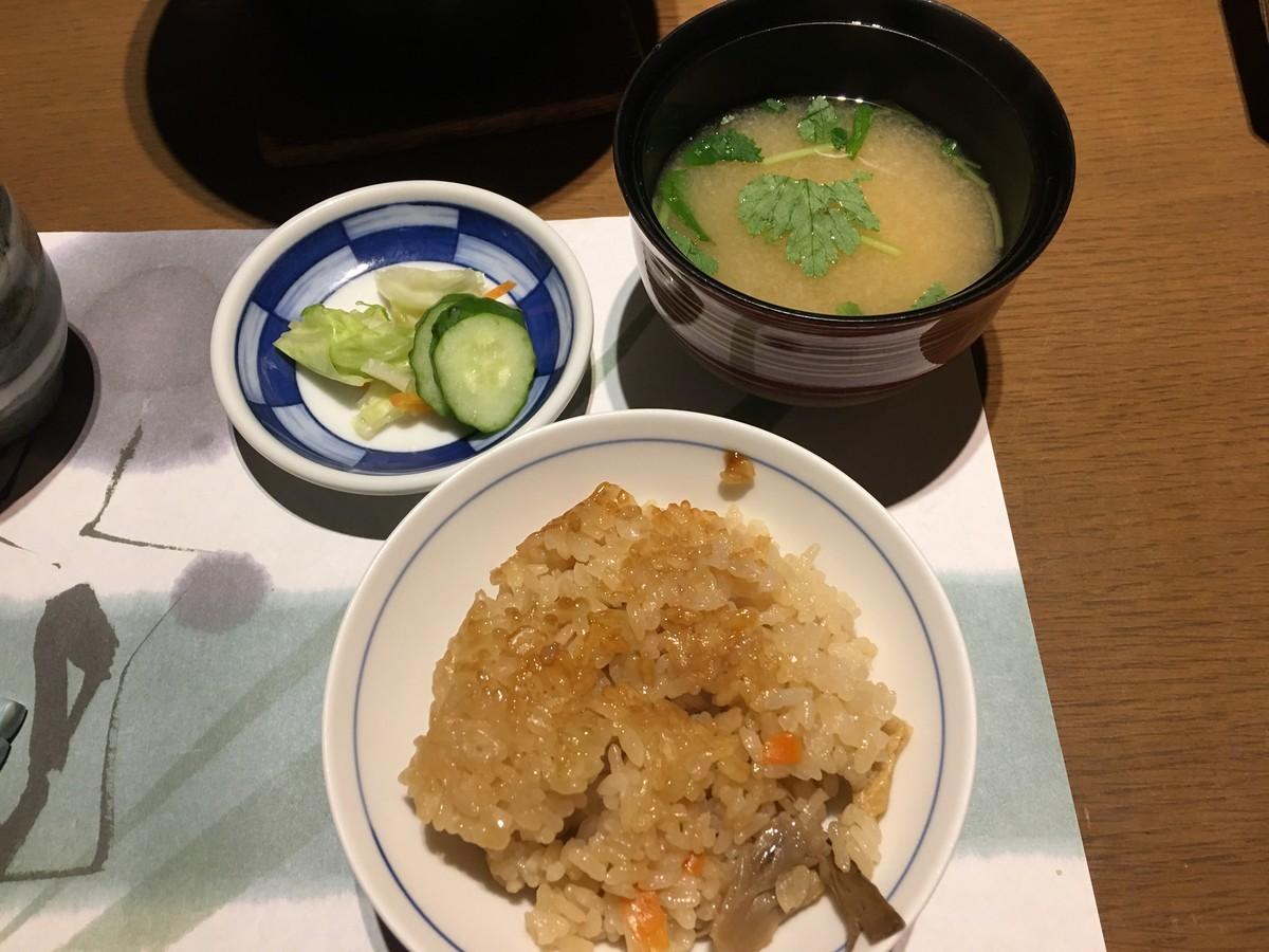 お味噌汁とお漬物