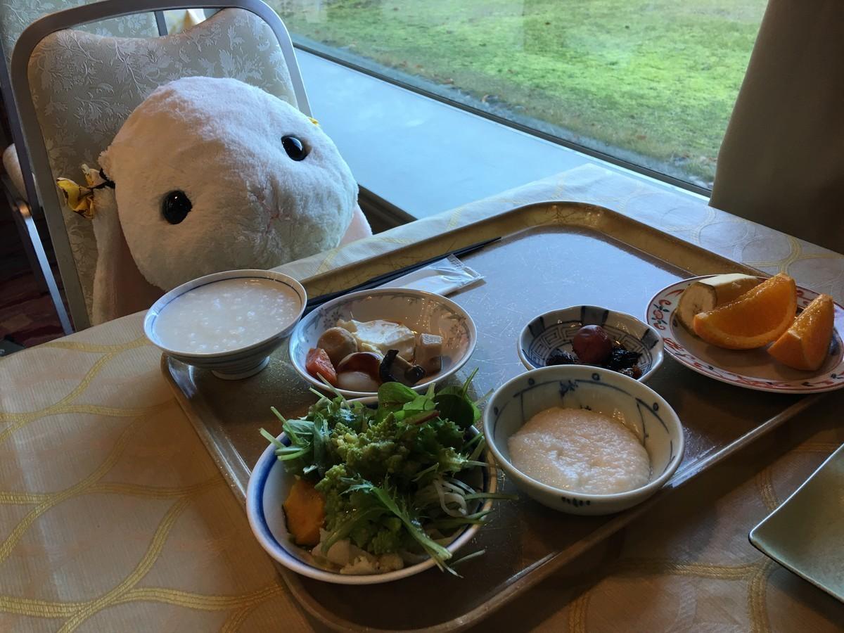 朝食はビュッフェバイキングでした