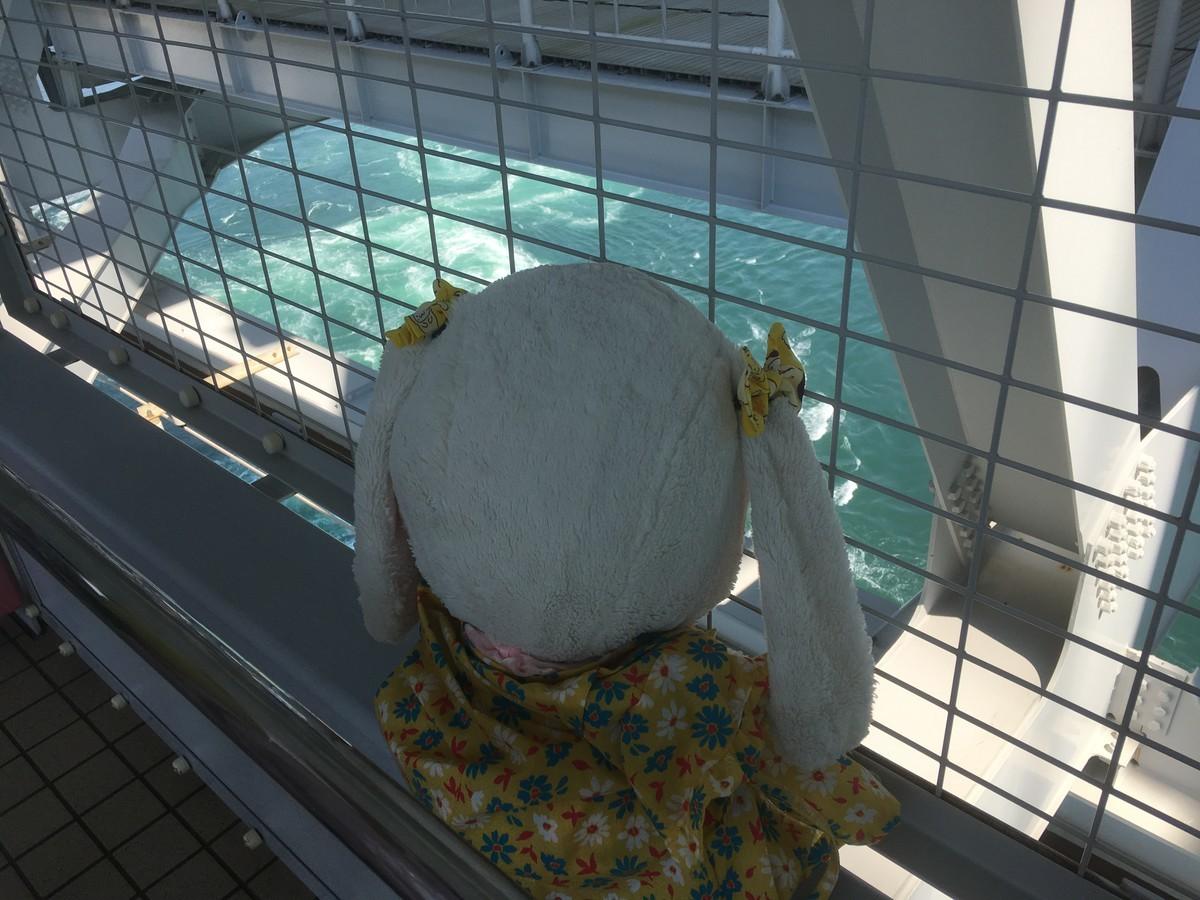鳴門海峡を見るうさ次郎