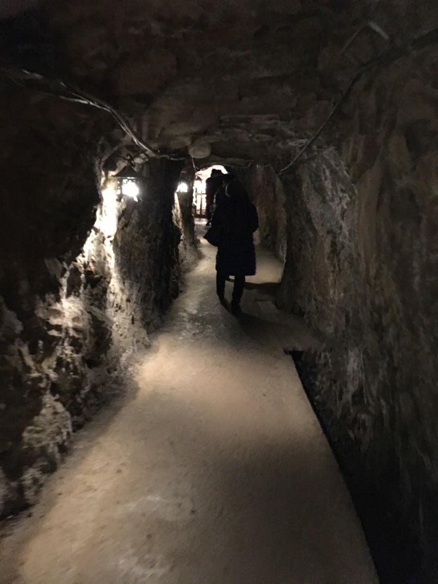 土肥金山の地下通路
