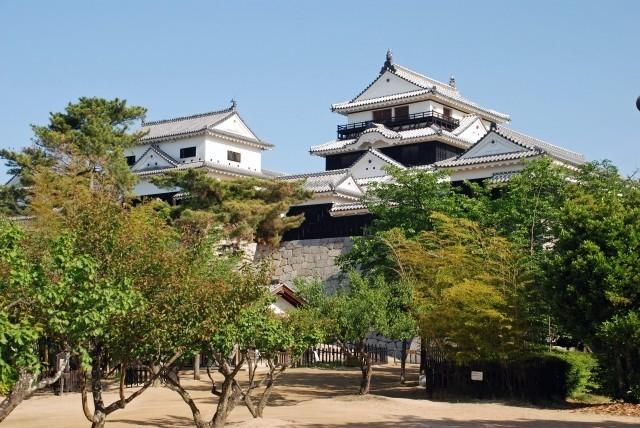 松山城の天守,内門などにいたずら器物損壊のひっかき傷!