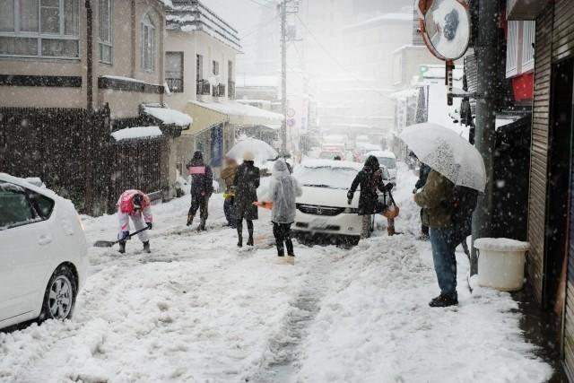 ホワイトアウト!秋田県で猛吹雪の影像!冬型の気圧配置