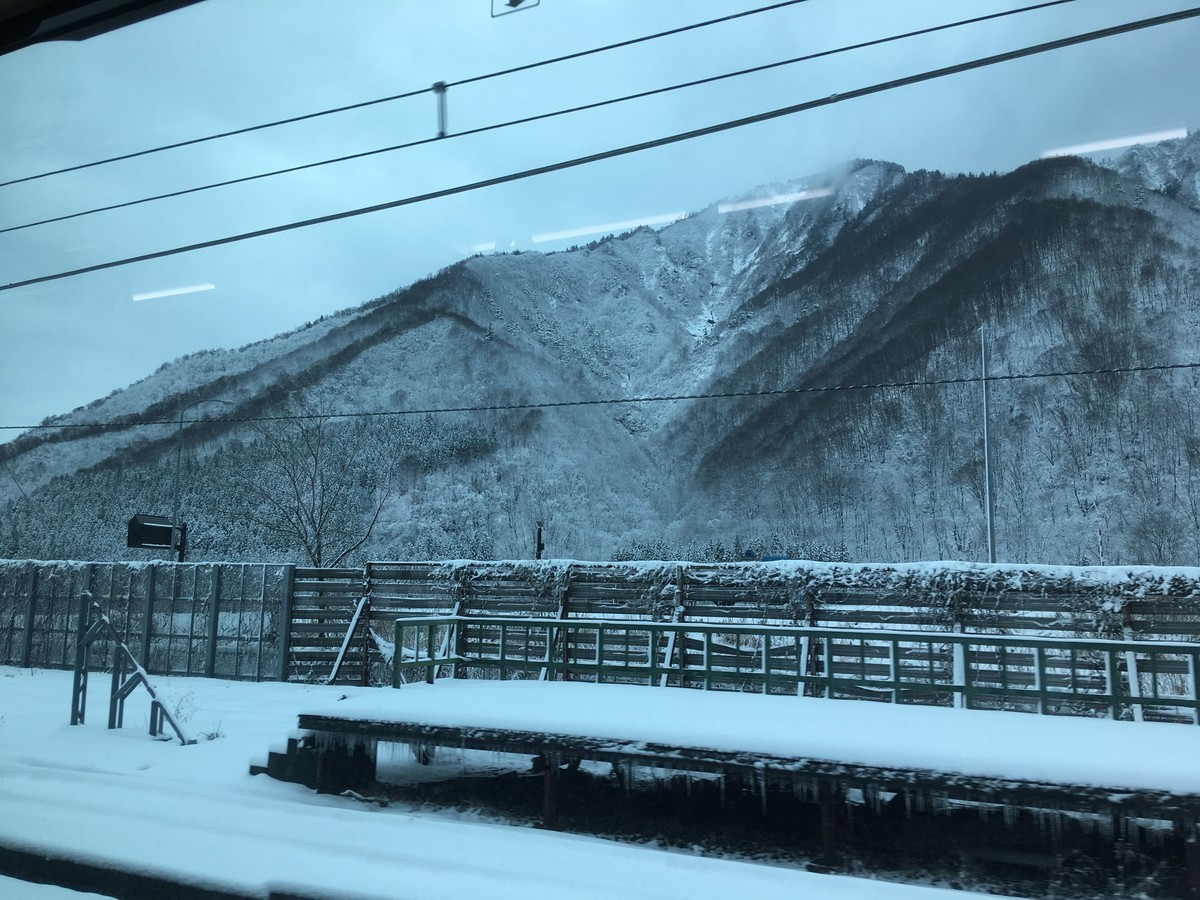 トンネルを抜けると本当に雪国だった