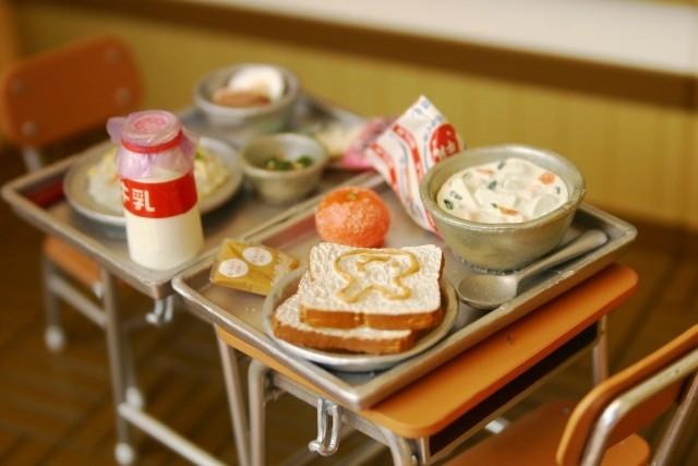 横浜市小学校給食3.11の献立に赤飯