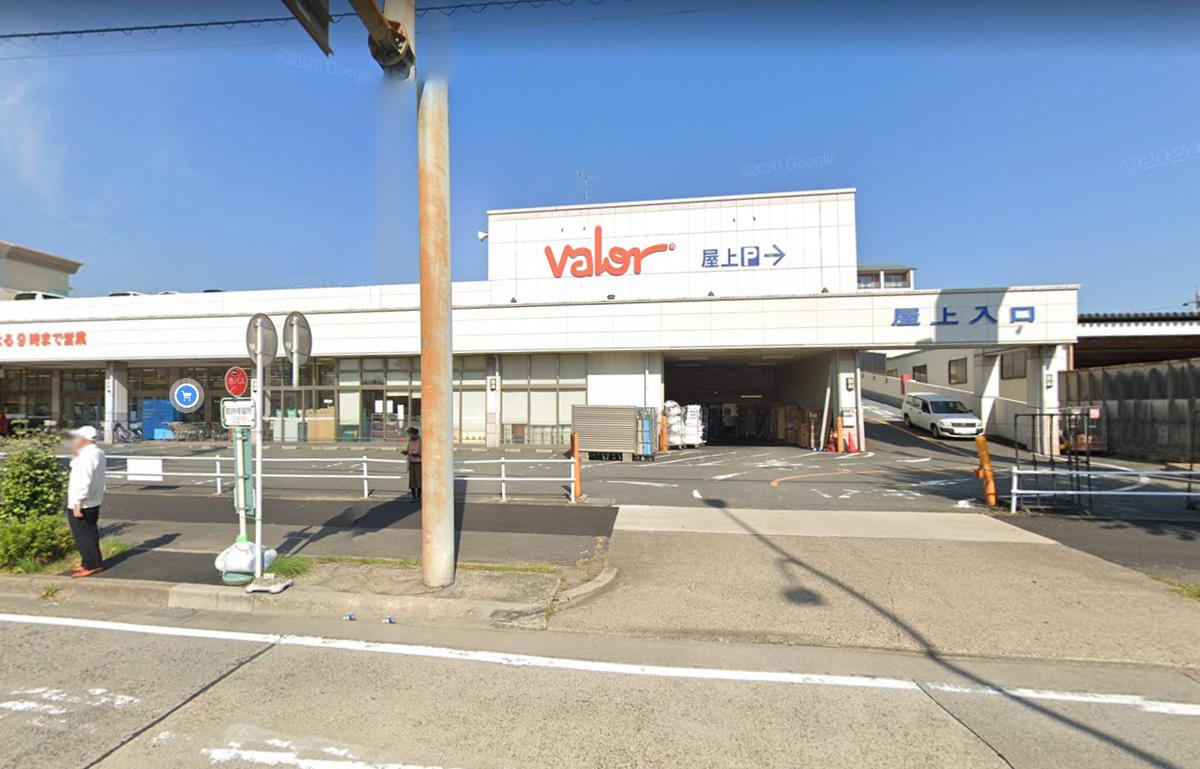 スーパーに84歳の男性の車が突っ込む!「バロー港東通店」名古屋市南区