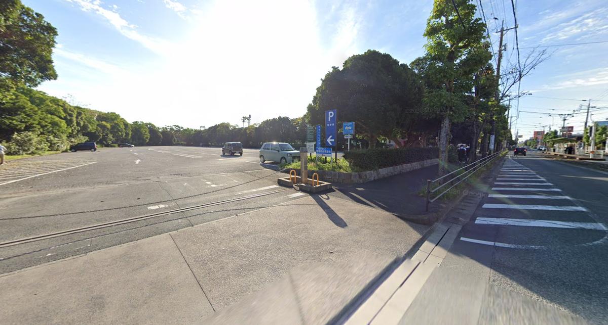 愛知県豊橋岩田総合球技場の駐車場!練炭で車内で親子心中!