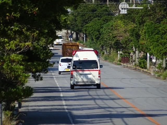 那覇市松川の路上で殺人事件!男性死亡、場所はどこ?犯人は逃走中か?