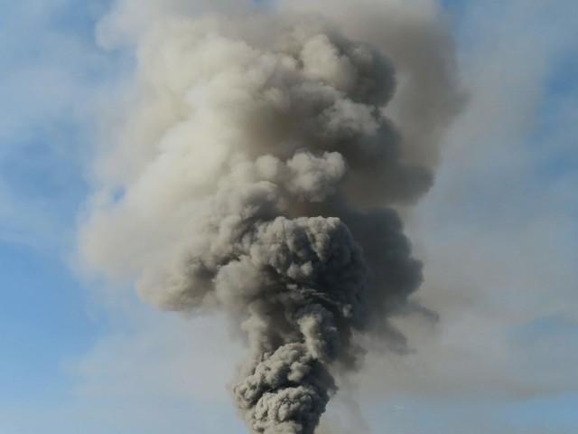 ライブ映像!自衛隊苗穂分屯地の倉庫内部が火災で炎上!倉庫から黒煙