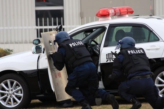 動画!刃物を持った男に立ち向かう日本の女性警官の画像!女性警察官の名前は誰?