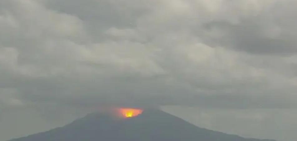 ライブカメラ動画映像!十島村・諏訪之瀬島の御岳の噴火警戒レベル3