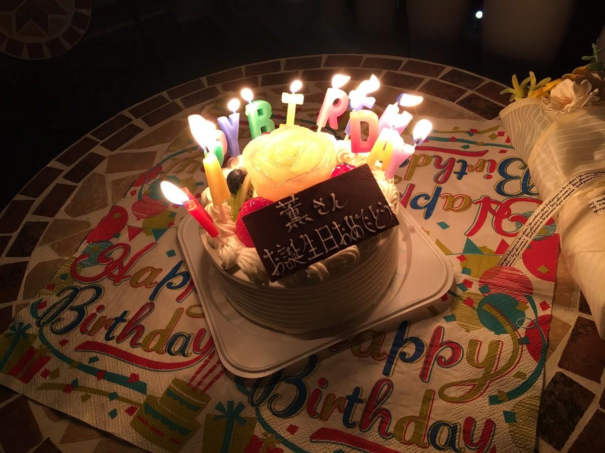 夜になってバースデーケーキを食べます