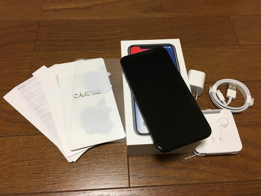 iPhone Xと付属品の画像