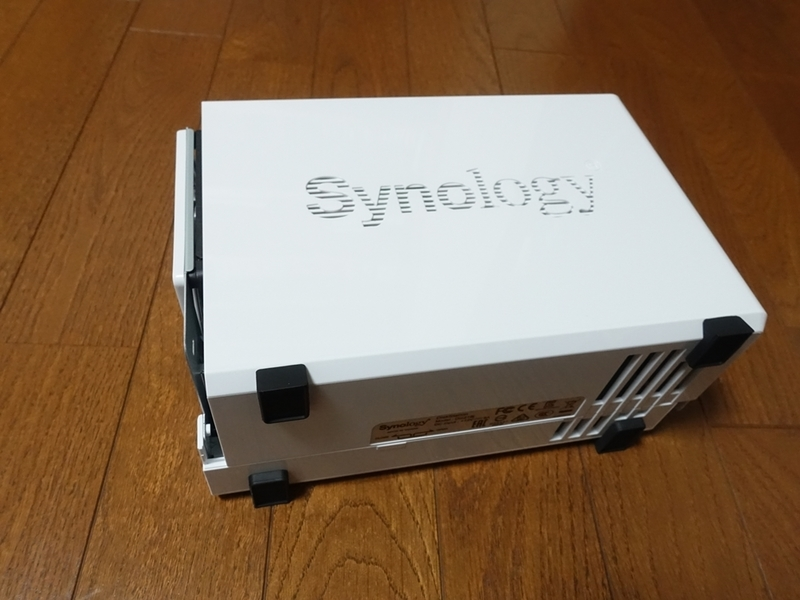 Synology DiskStation DS218jのケースを外す