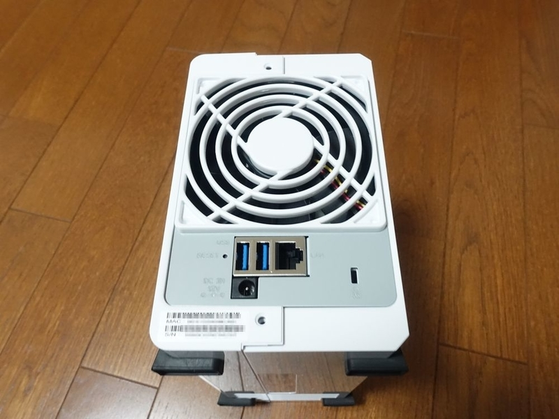 Synology DiskStation DS218jの裏面