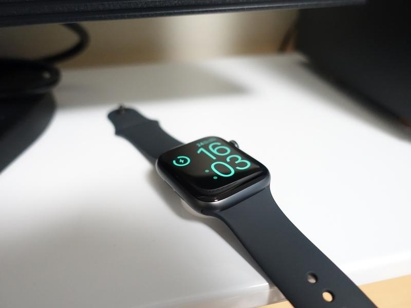 充電中のApple Watch Series4