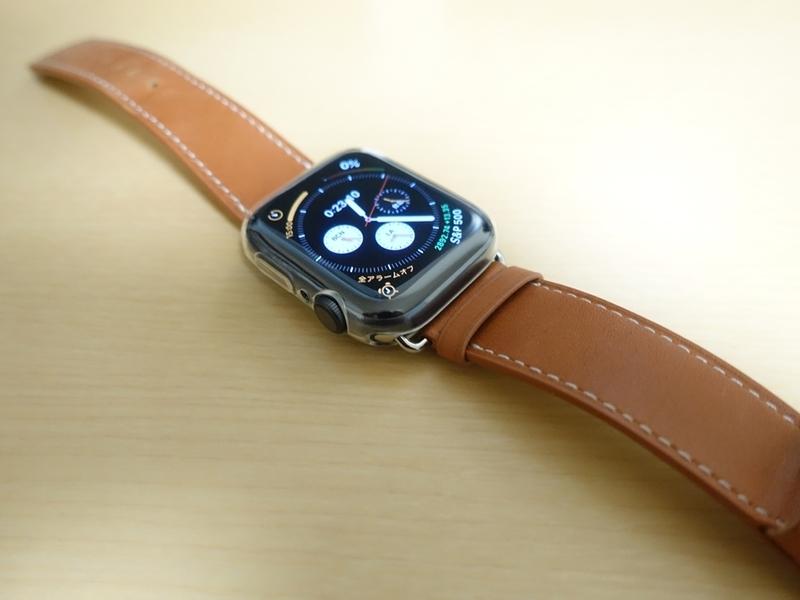 Smilelane Apple Watch Series 4 44mm ケースをフォーマルなバンドを合わせた画像