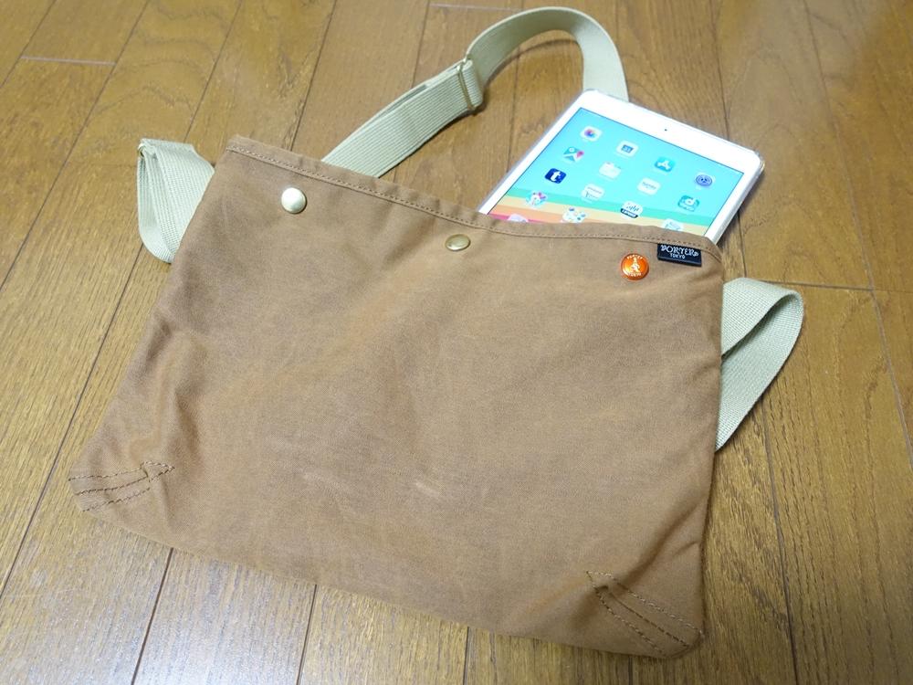 iPad mini5をカバンに入れている画像