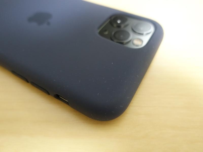 iPhone11ProApple純正シリコンケースのホコリ