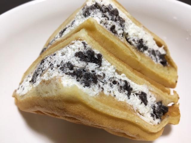 たっぷりクリームとクッキーのコラボ感!ファミマ ふんわりクッキー&クリーム