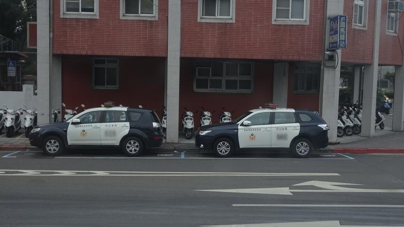 [乗物][自動車][警察][パトカー][台湾]