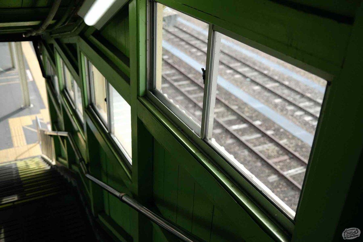 木造階段の窓