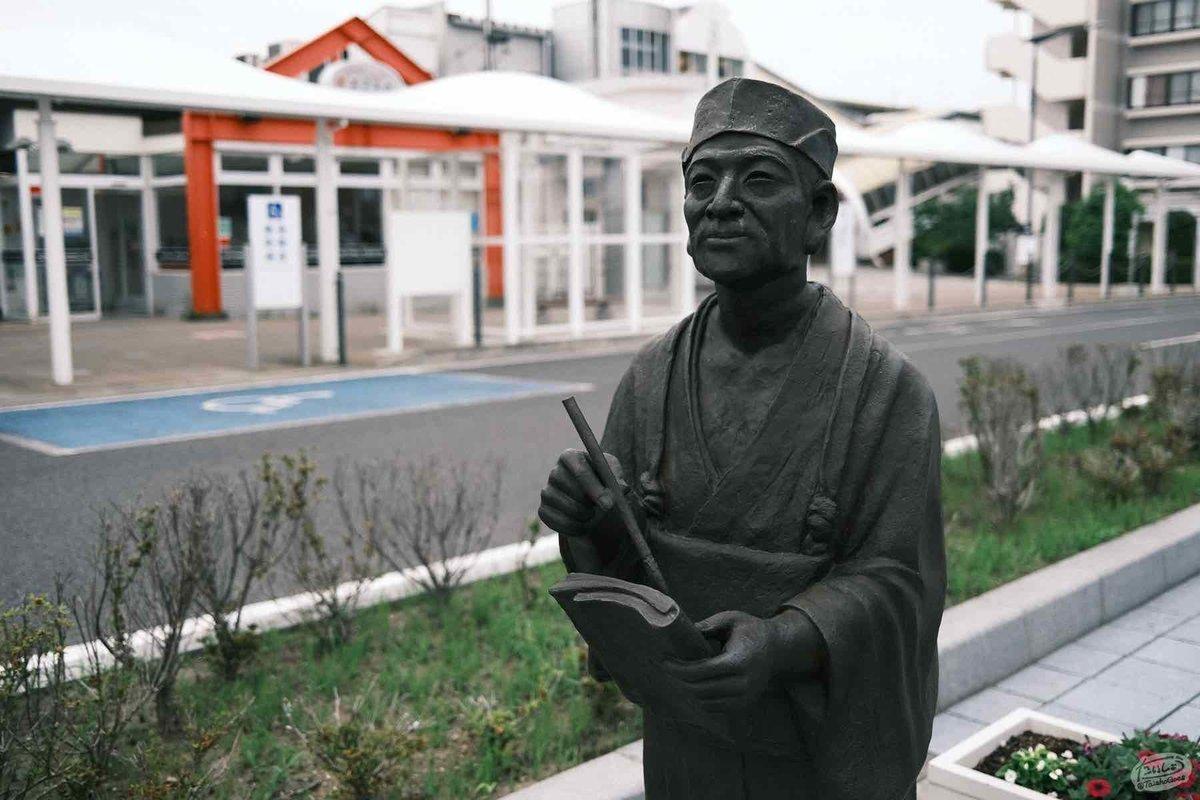 岩沼駅前の松尾芭蕉の銅像